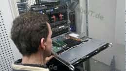 Reparatur an einem 1HE-Server