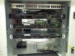 drei Server im Rechenzentrum in Berlin